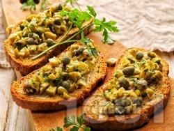 Зелена маслинова тапенада с аншоа и каперси за брускети или предястие - снимка на рецептата